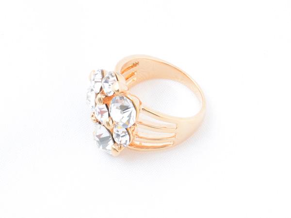 Кольцо с кристаллами сваровски арт.109 золотого цвета